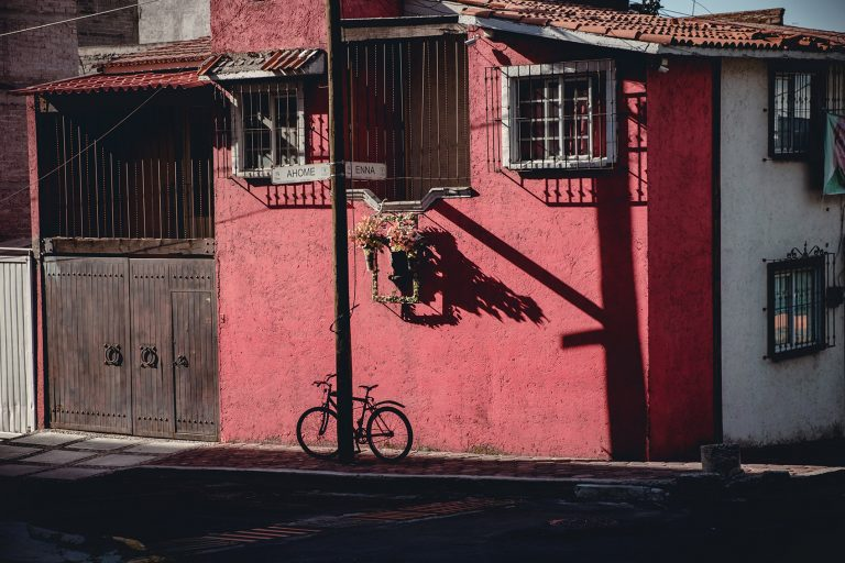 Bicicleta estacionada por Ockesaid a.k.a Joel Lugo - Street Photography